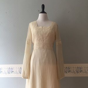 Vintage Ivory Lace Prairie Boho Wedding Dress